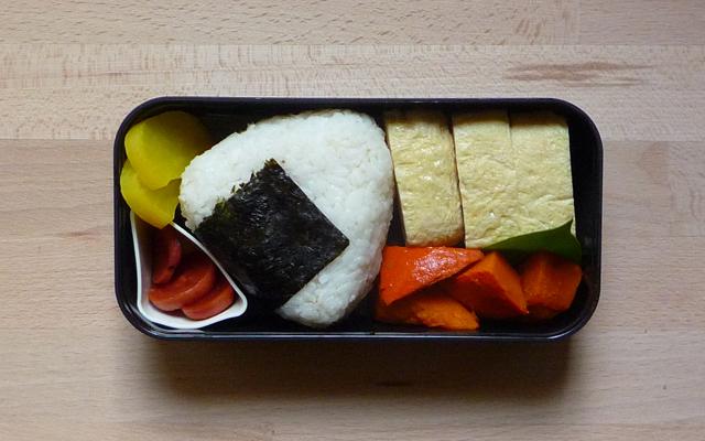 DASHIMAKI – gerolltes Omelett mit Natsuyu