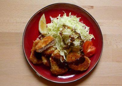 HIREKATSU – frittiertes Schweinfilet auf Salat