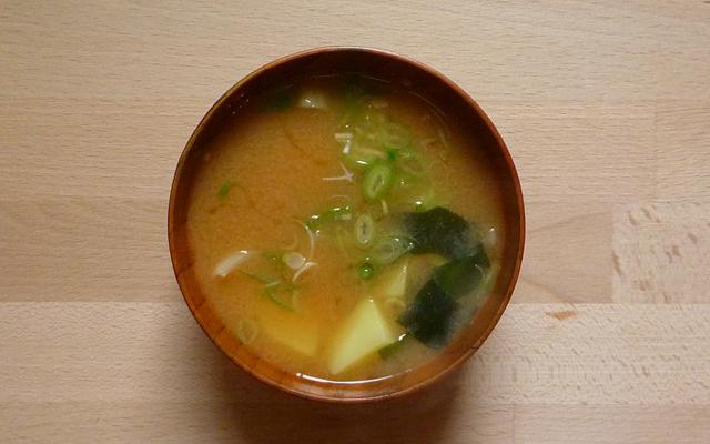 JAGAIMO NO MISOSHIRU – Misosuppe mit Kartoffeln
