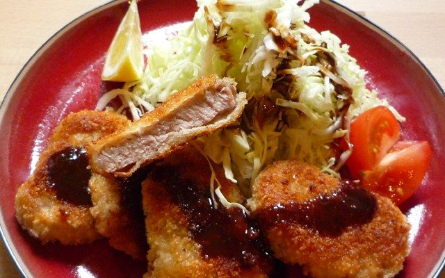HIREKATSU - frittiertes Schweinfilet auf Salat