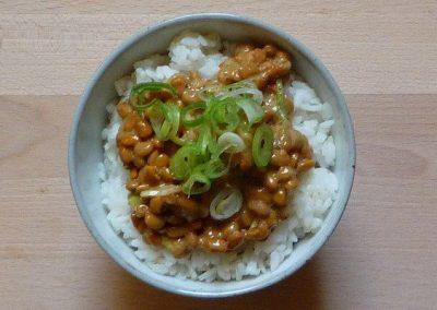 NATTO – 納豆 – Fermentierte Sojabohnen mit Reis – Nattogohan