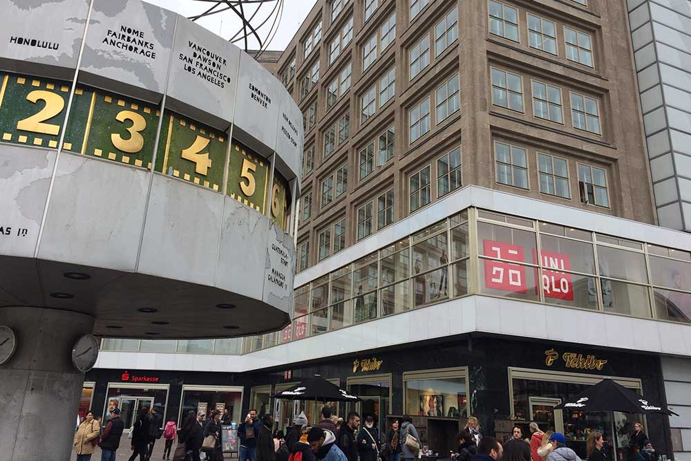UNIQLO AM ALEXANDERPLATZ